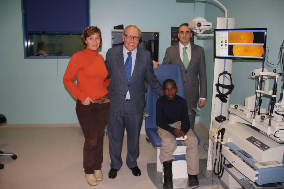 Asistencia médica a Fabrice D'aquín Samuel Ebwe Lobe en España para sus operaciones en la Fundación Fernández Vega